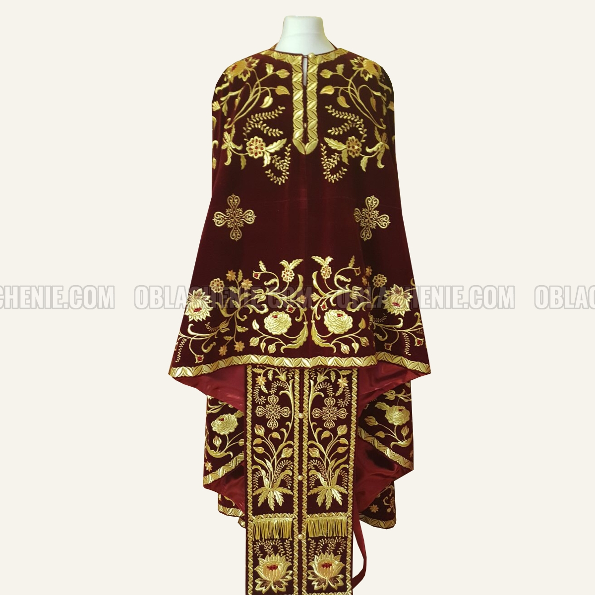 Embroidered priest's vestments 10187