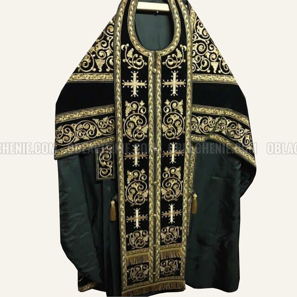 Embroidered priest's vestments 10188