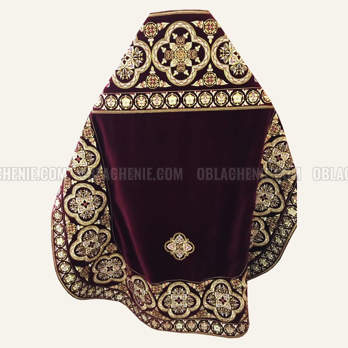 Embroidered priest's vestments 10190