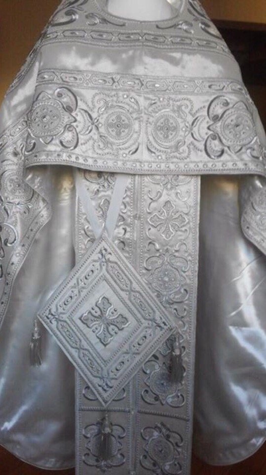 Embroidered priest's vestments 10198