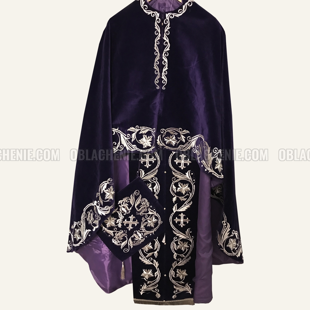 Embroidered priest's vestments 10206
