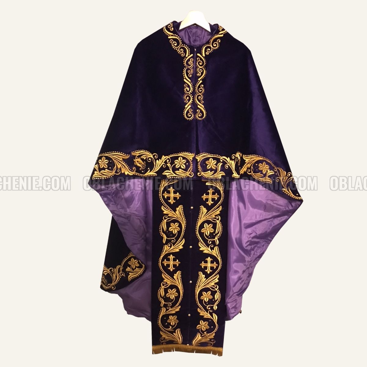 Embroidered priest's vestments 10207