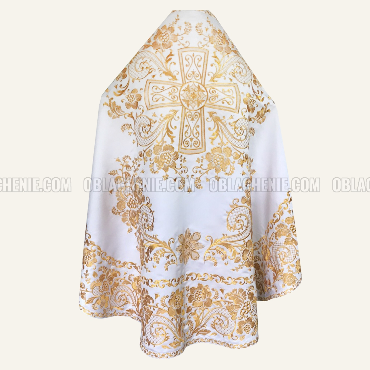 Embroidered priest's vestments 10208