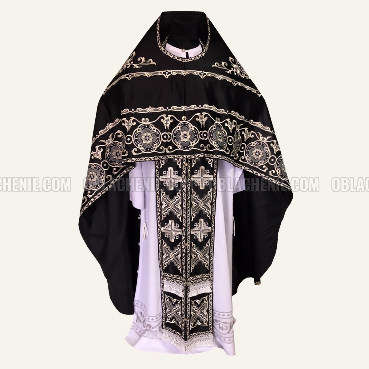 Embroidered priest's vestments 10212
