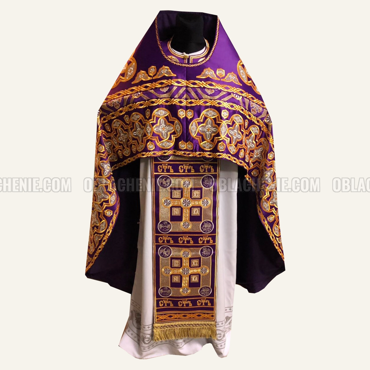 Embroidered priest's vestments 10223