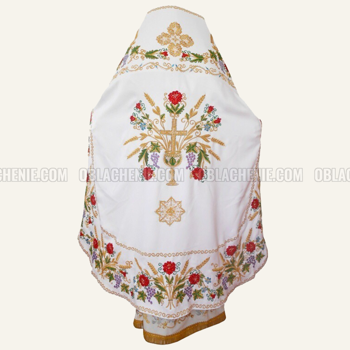 Embroidered priest's vestments 10225