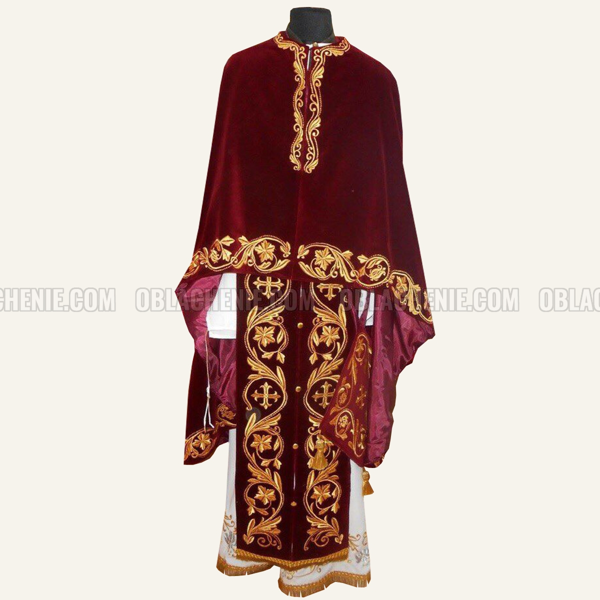 Embroidered priest's vestments 10226