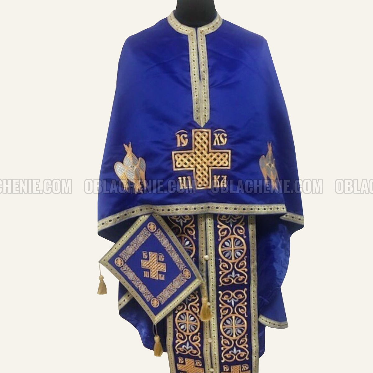 Embroidered priest's vestments 10227