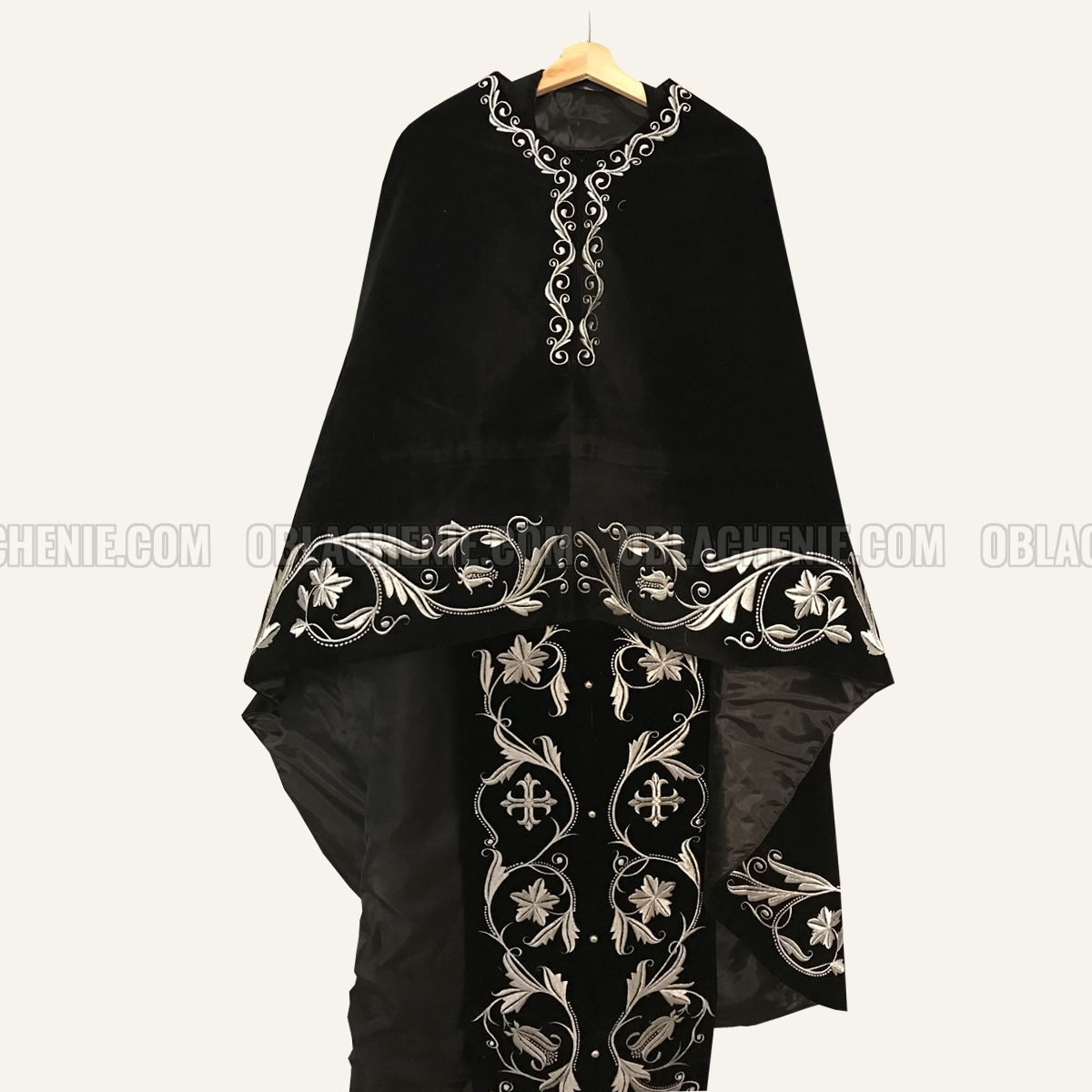 Embroidered priest's vestments 10228