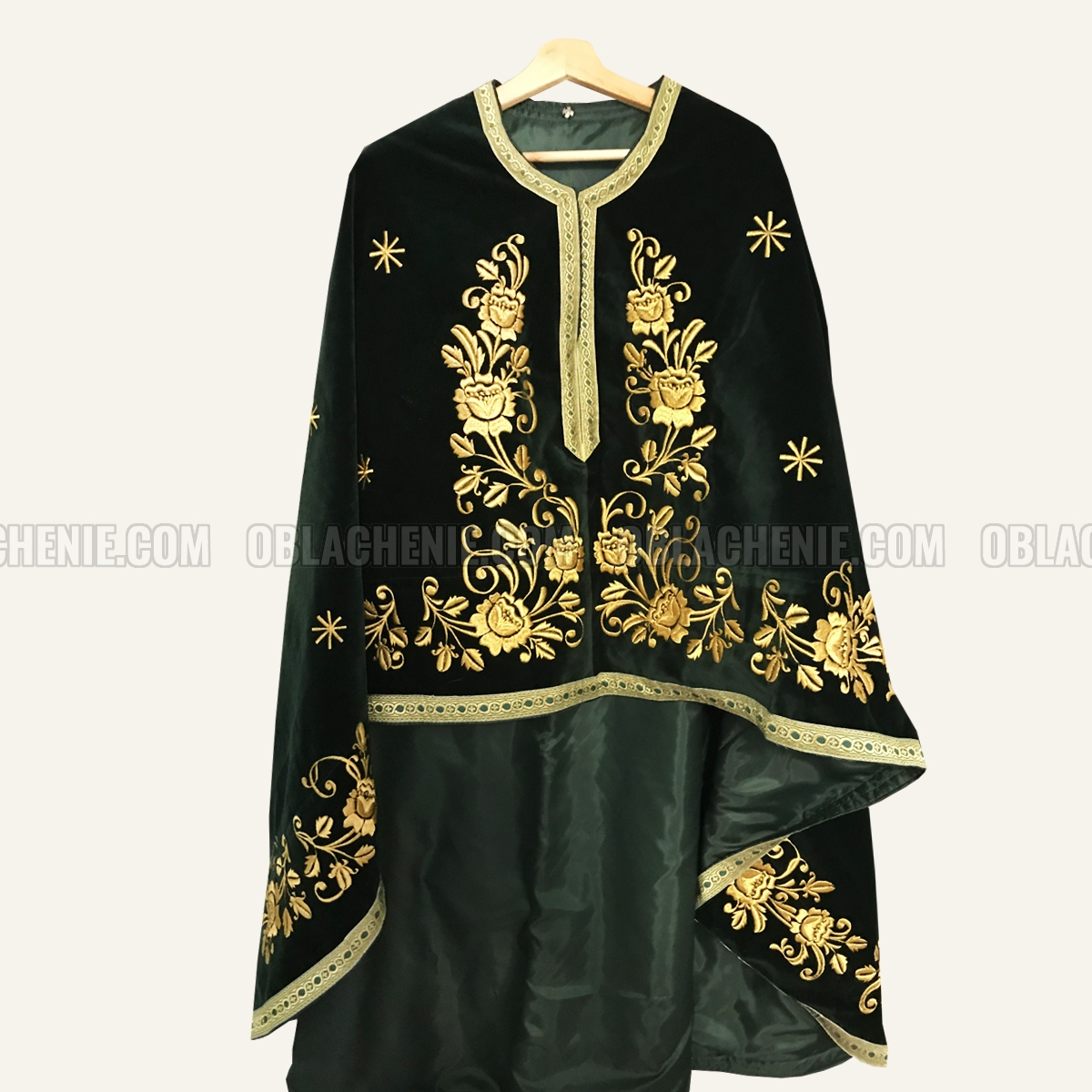 Embroidered priest's vestments 10229
