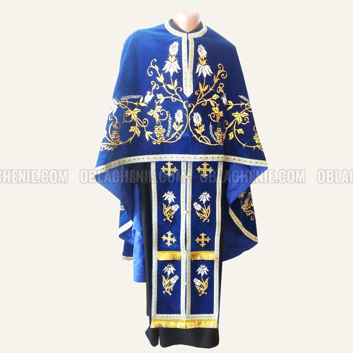 Embroidered priest's vestments 10232