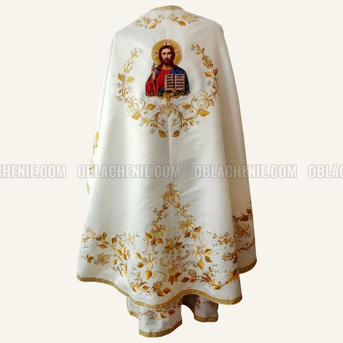 Embroidered priest's vestments 10241