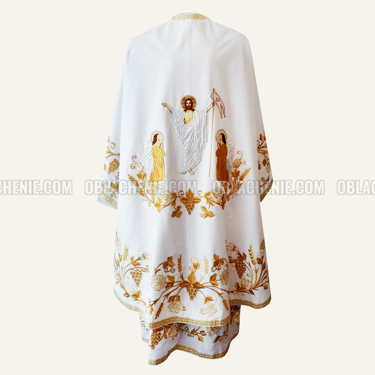 Embroidered priest's vestments 10243