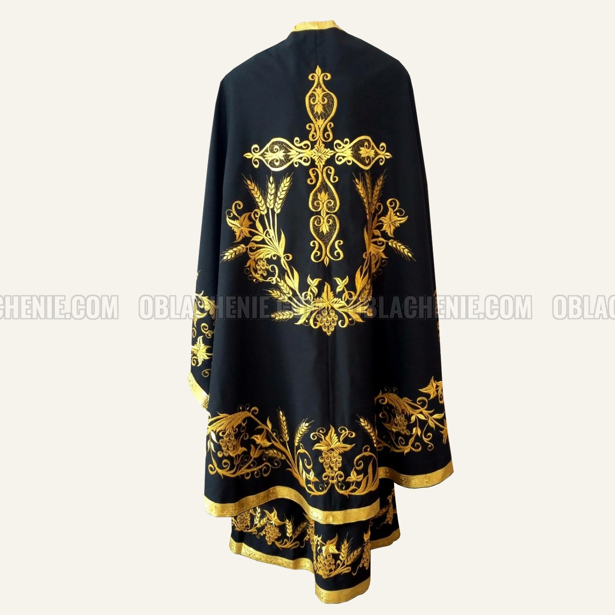 Embroidered priest's vestments 10245