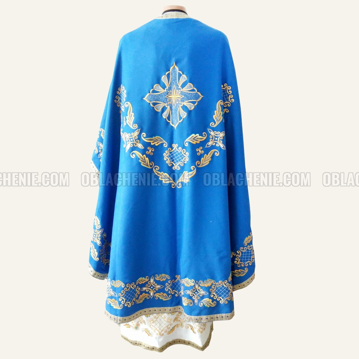 Embroidered priest's vestments 10246