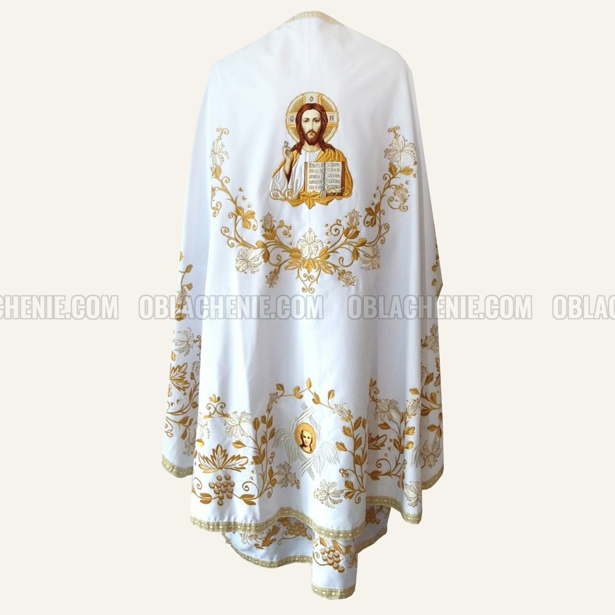 Embroidered priest's vestments 10248