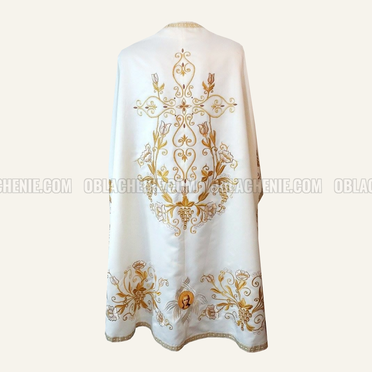 Embroidered priest's vestments 10253