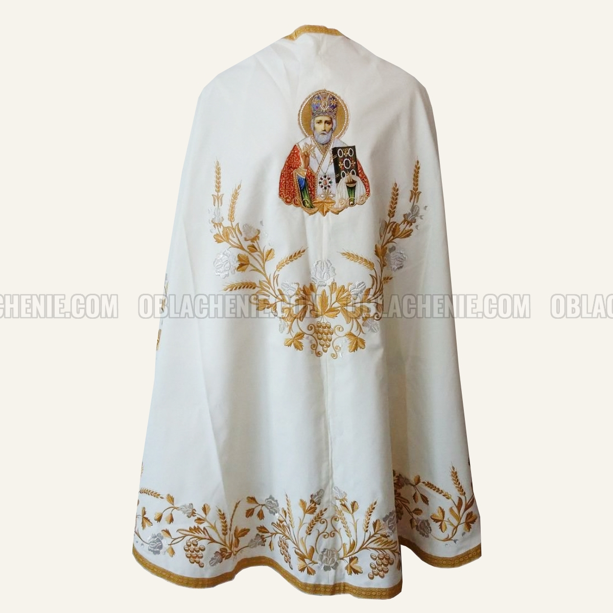 Embroidered priest's vestments 10256
