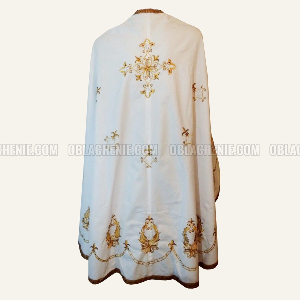 Embroidered priest's vestments 10257