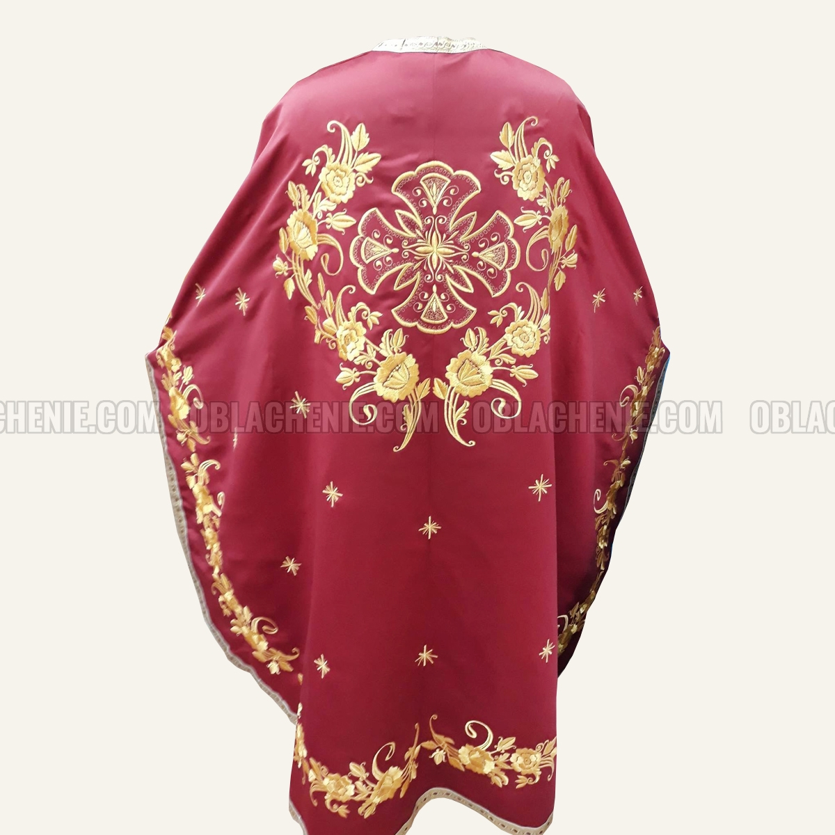 Embroidered priest's vestments 10262