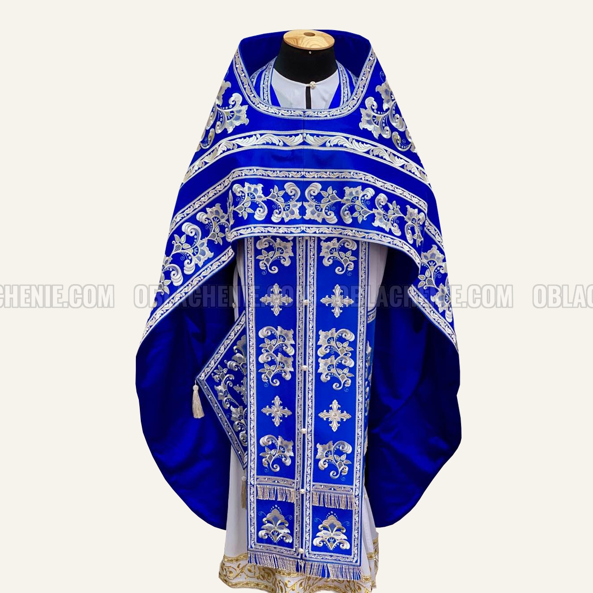 Embroidered priest's vestments 10653