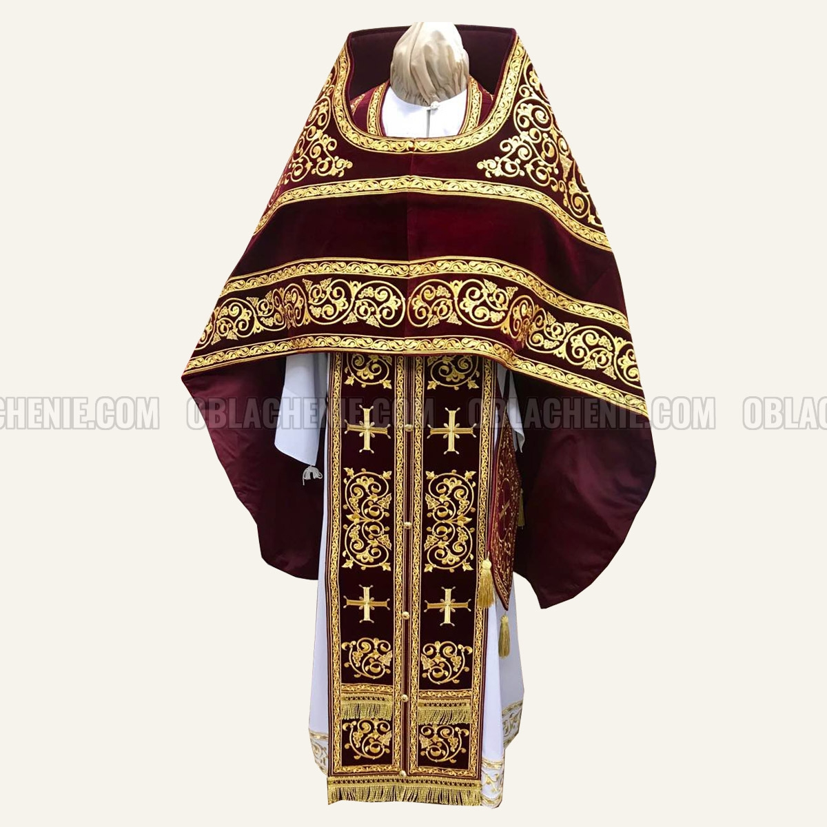 Embroidered priest's vestments 10654