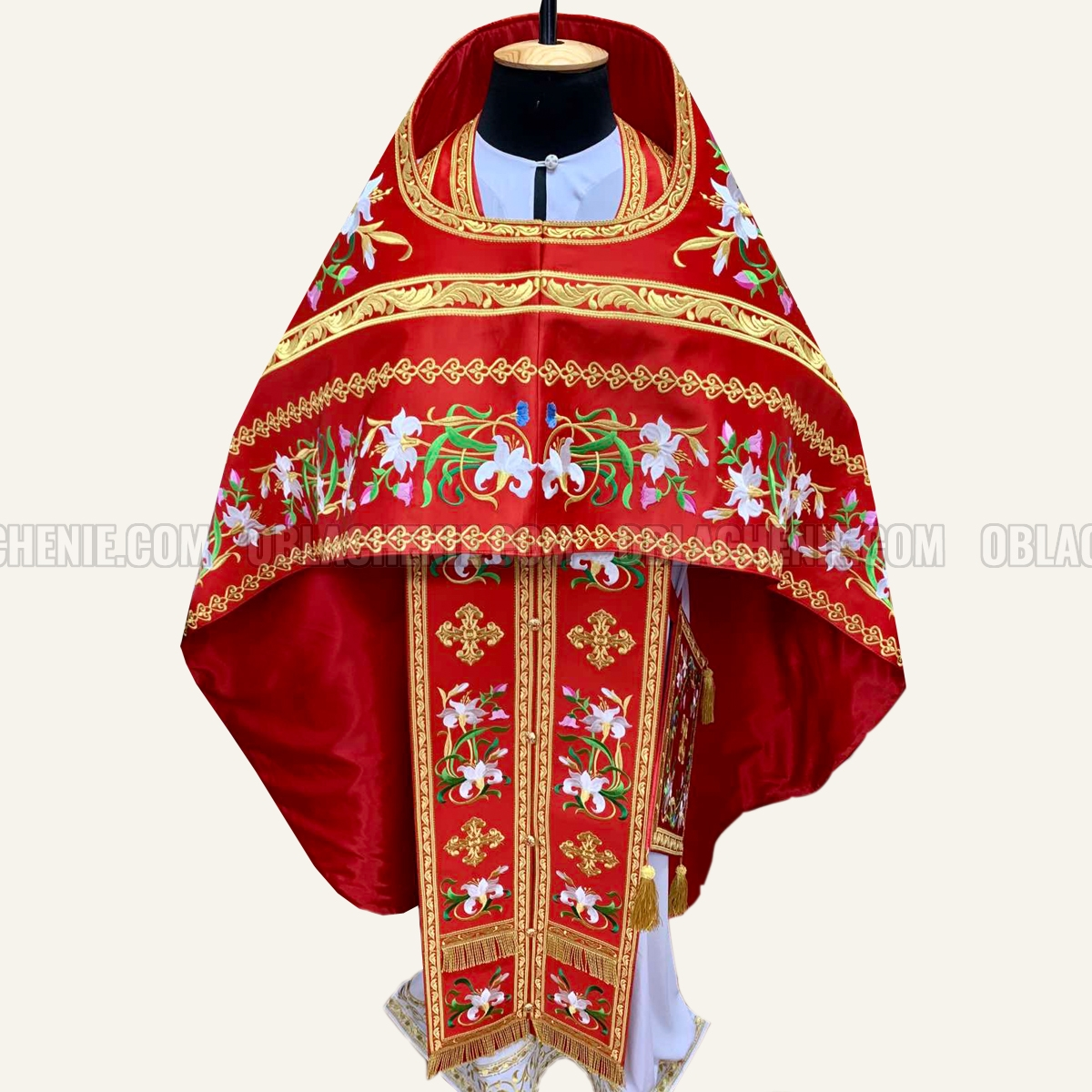 EMBROIDERED PRIEST'S VESTMENTS 10928
