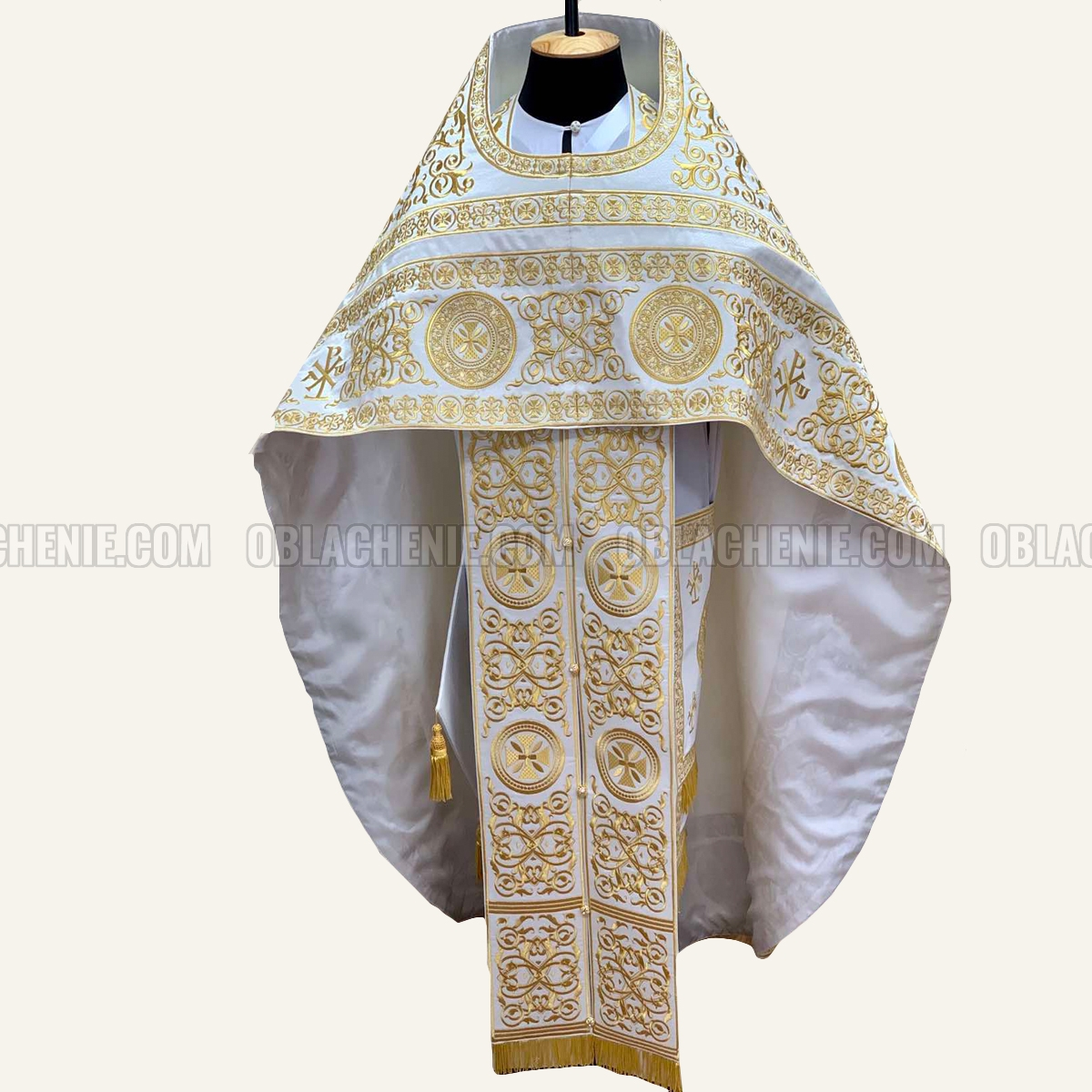 EMBROIDERED PRIEST'S VESTMENTS 10929