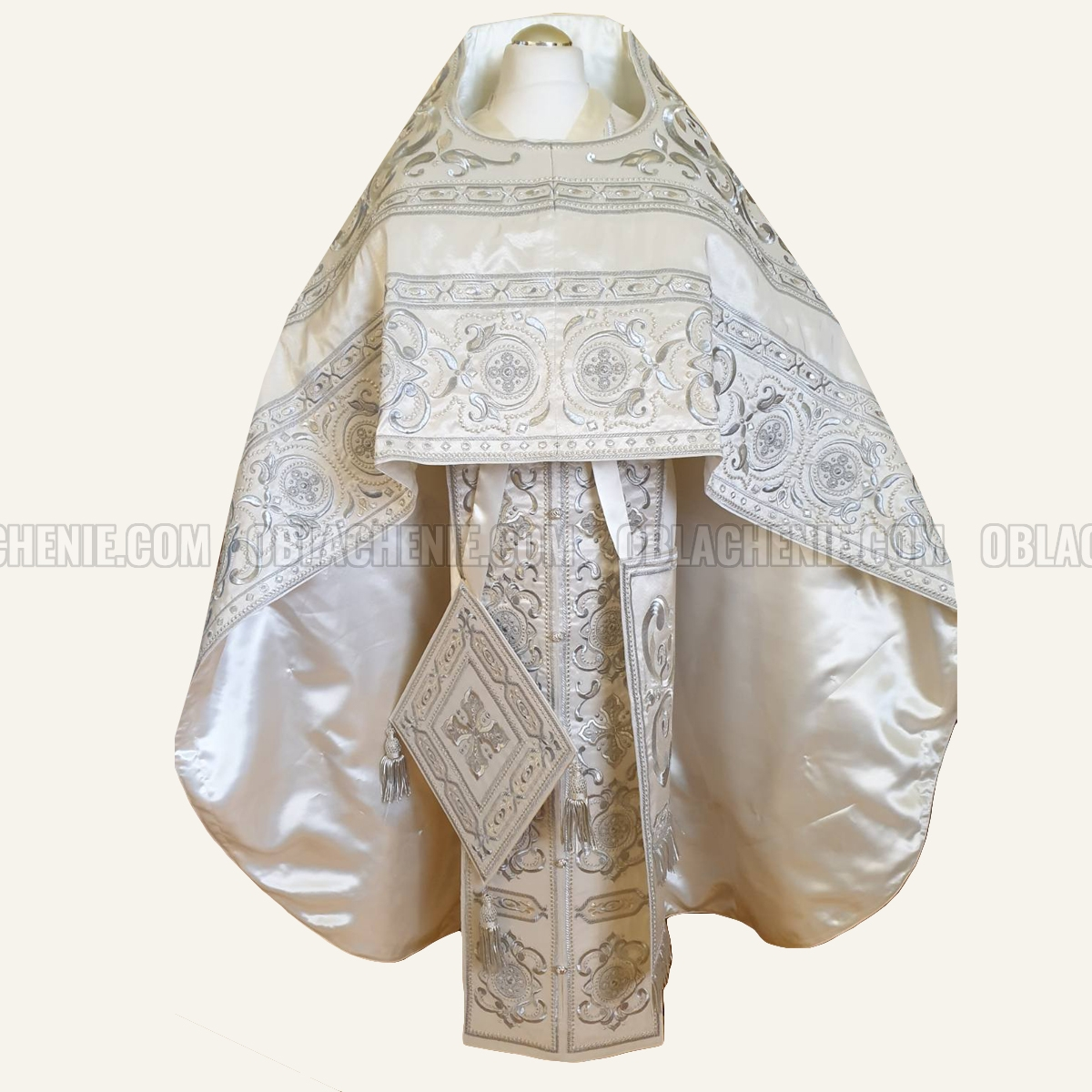 EMBROIDERED PRIEST'S VESTMENTS 10930