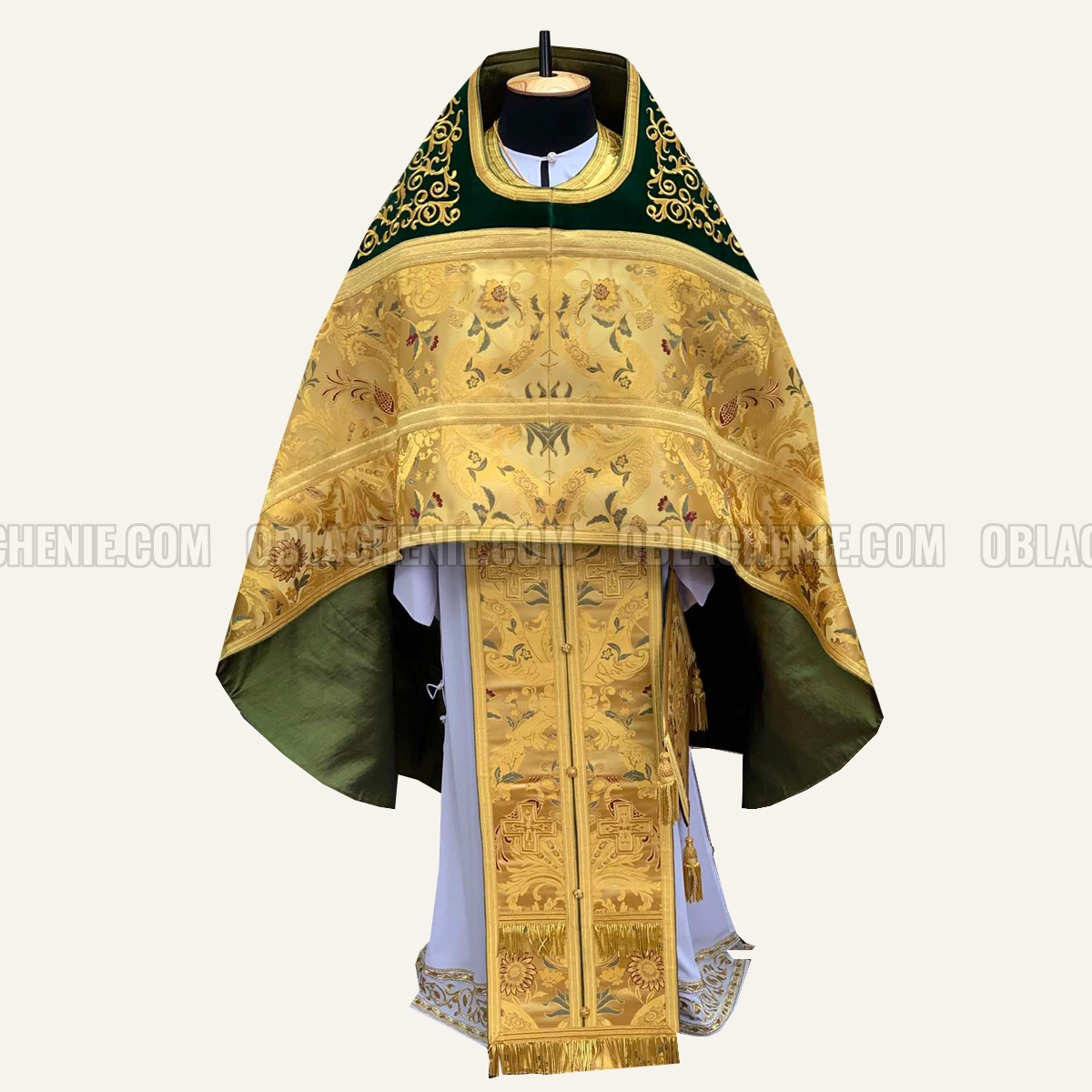 PRIEST'S VESTMENTS 10954