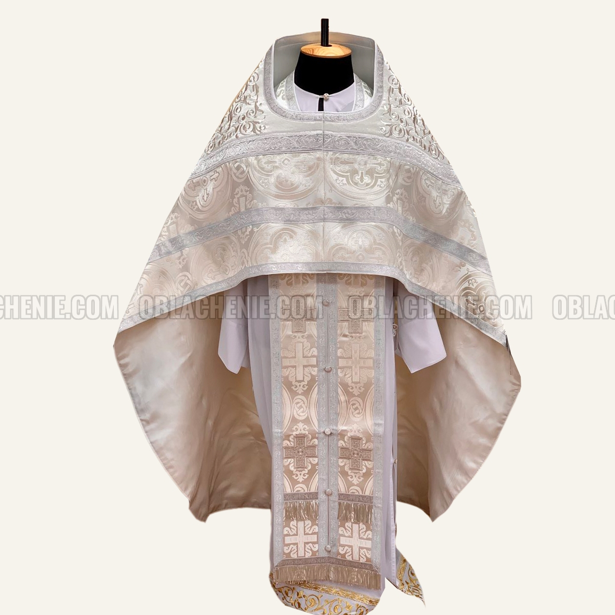 PRIEST'S VESTMENTS 10958
