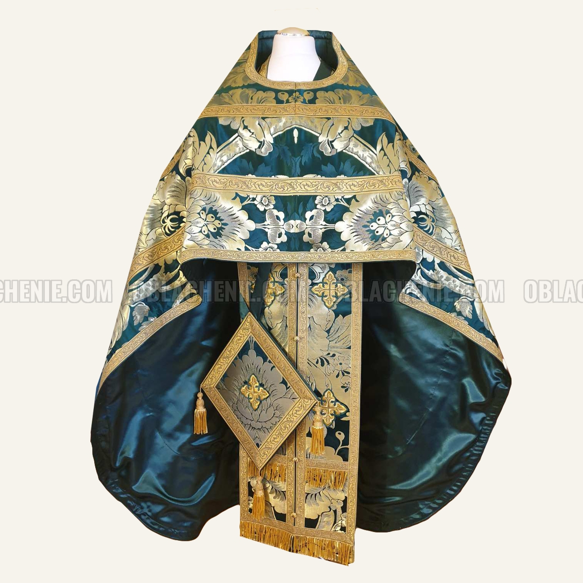 PRIEST'S VESTMENTS 10981