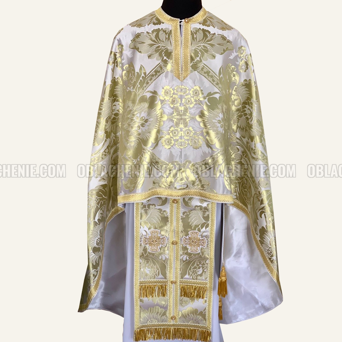 PRIEST'S VESTMENTS 10983