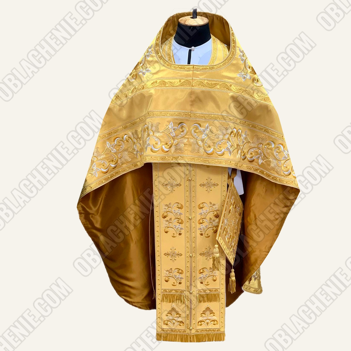 EMBROIDERED PRIEST'S VESTMENTS 11078