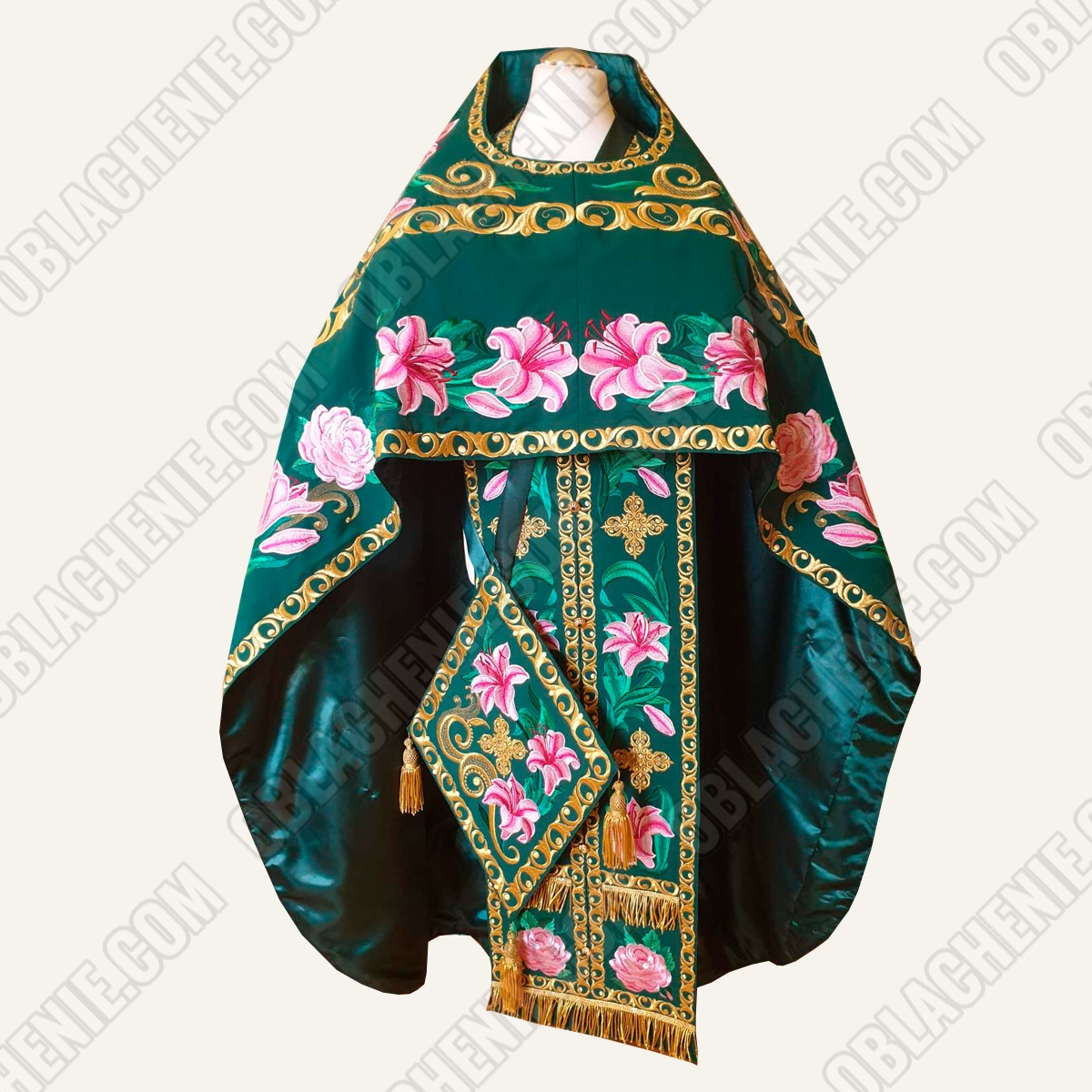 EMBROIDERED PRIEST'S VESTMENTS 11082