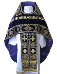 Embroidered priest's vestments 10176 1
