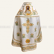Embroidered priest's vestments 10205 1