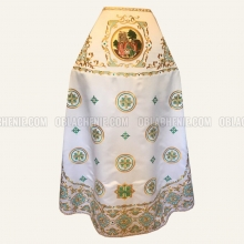 Embroidered priest's vestments 10209 1
