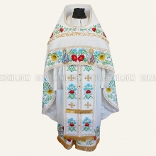 Embroidered priest's vestments 10220 2