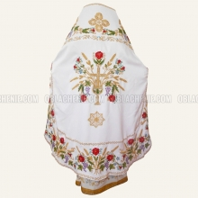 Embroidered priest's vestments 10225 1