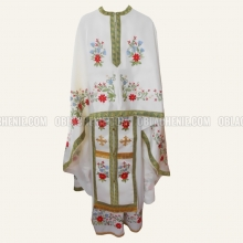 Embroidered priest's vestments 10231 1