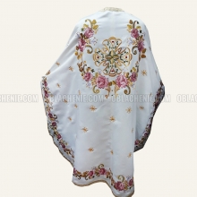 Embroidered priest's vestments 10234 1